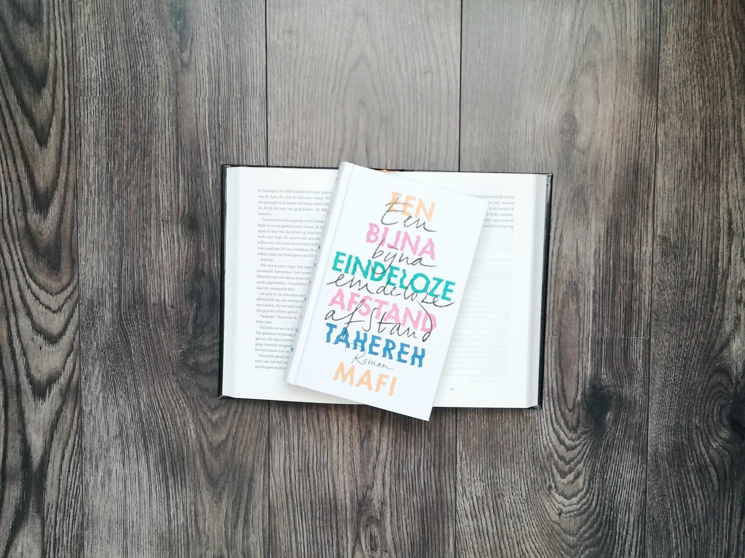 Een bijna eindeloze afstand - Tahereh Mafi | Marieke's Books
